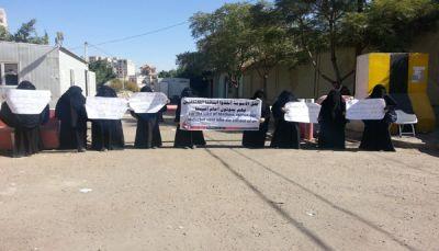 أمهات المختطفين بصنعاء تدين اختطاف أبنائها وتعذيبهم حتى الموت بسجون الحوثي