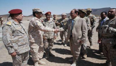 نائب الرئيس يزور معسكرات التدريب والاستقبال بمحافظة مأرب