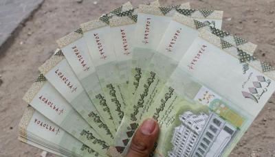 خبراء اقتصاديون: انهيار الإيرادات النفطية والجمركية يفاقم أزمة الاقتصاد في اليمن