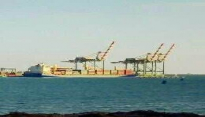 قوة تابعة للتحالف العربي تقتحم ميناء عدن وتمنع سفينة صينية من إفراغ حمولتها