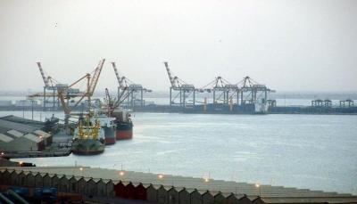 """تجار ومستوردون بعدن يناشدون الحكومة إنقاذهم من الإفلاس بعد إيقاف الحاويات في ميناء جدة""""وثيقة"""""""