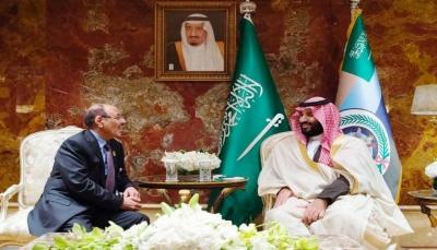"""ولي العهد السعودي يؤكد على """"تسوية وضع المغتربين اليمنيين"""" خلال لقاءه نائب الرئيس"""