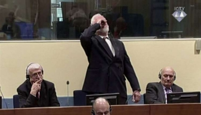 شاهد - قائد قوات كروات البوسنة الاسبق يتجرع السمّ على الهواء مباشرة