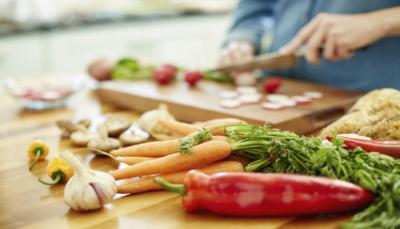أربعة أطعمة يمكن أن تغير مظهر وجهك