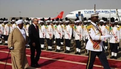 """أردوغان أول رئيس تركي يزور السودان وغندور يقول """"أنها علامة مضيئة في تأريخ البلدين"""""""