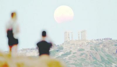"""لم تحدث منذ 152 سنة.. ظاهرة """"القمر الأزرق"""" ستحدث هذا الشهر"""