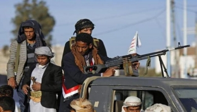 إب: مليشيا الحوثي تقتحم مدرسة بنات في يريم وتجبر الطالبات على ارتداء أسلحة للتصوير