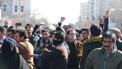 """""""الموت للغلاء"""" و""""لا للتدخل بشؤون الدول الأخرى"""".. اعتقالات وتظاهرات غاضبة في إيران"""