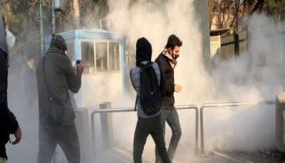 المخاطر تزداد في إيران.. اشتباكات عنيفة خلال محاولة محتجين السيطرة على مراكز للشرطة
