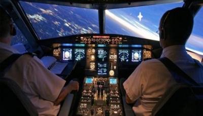 طياران يتشاجران في قمرة القيادة وتركا الطائرة تسير وحدها