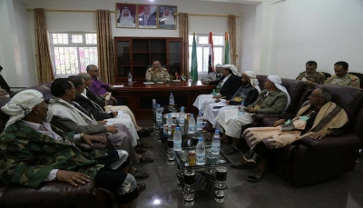 قائد محور تعز يلتقي لجنة الحشد والاسناد ويشدد على ضرورة الالتفاف خلف الجيش