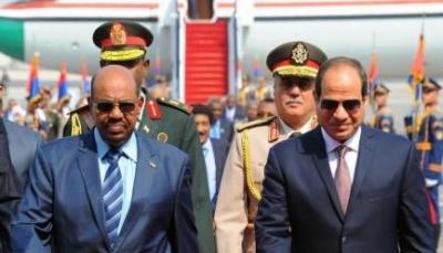 حشود عسكرية وإغلاق للحدود.. هل توشك مصر والسودان على الدخول في حرب؟