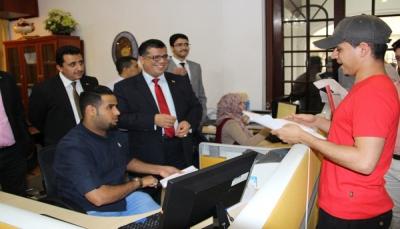 سفارة اليمن تسلّم الدفعة الأولى من تأشيرات (زائر) الممددة للمقيمين اليمنيين بماليزيا