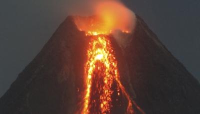 إخلاء السكان على بعد 7 كلم.. فرار آلاف السكان قبل انفجار بركان ارتفاعه 2500 متر بالفيلبين