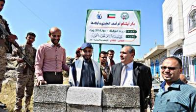 وكيل محافظة تعز يضع حجر الأساس لمشروع دار الأيتام بتمويل كويتي