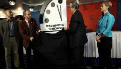 """تقديم عقارب ساعة """"نهاية العالم"""" ثلاثين ثانية إثر تصاعد التهديد النووي"""