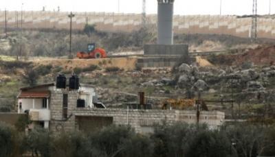 جدار اسرائيلي جديد في الضفة الغربية يعزل عائلة فلسطينية عن محيطها
