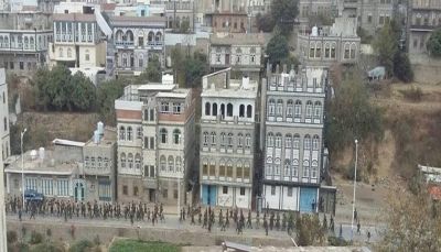 """عرض عسكري حوثي في شوارع """"مدينة إب"""" بعد أيام من فرض التجنيد الإجباري (صورة)"""