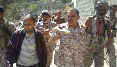 """قائد محور """"تعز"""" يحث أفراد الجيش على الثبات والعزيمة لاستكمال تحرير المحافظة"""