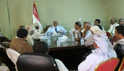 أول اجتماع للسلطة المحلية منذ الانقلاب.. محافظ الحديدة يصدر عدة توجيهات من الخوخة