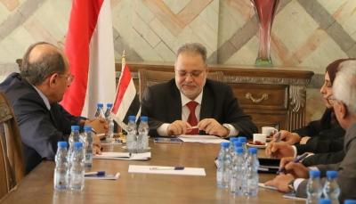 """وزير الخارجية يناقش أوضاع المغتربين  اليمنيين في إجتماع بـ """"لجنة التواصل"""" مع السعودية"""