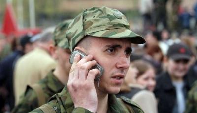 الجيش الروسي يدرس منع جنوده من استخدام الهواتف الذكية