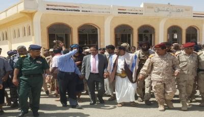 قوات مدعومة إماراتياً تمنع وزير النقل ومحافظ شبوة من وضع حجر الأساس لميناء قناء