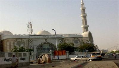 """في خطوة غريبة.. إمام مسجد في عدن يعلن """"إلغاء"""" خطبة وصلاة الجمعة"""