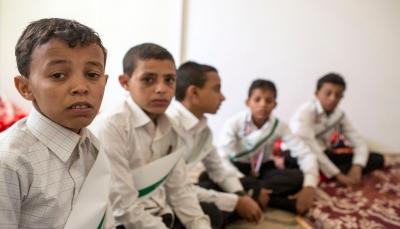 """صحيفة بريطانية: وسط الحرب الطاحنة """"أطفال اليمن"""" المجندين يجلبون الذخيرة ويدفنون الجثث (ترجمة خاصة)"""