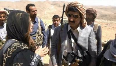 """وفد صحفي خارجي يزور الخطوط الامامية لجبهة """"نهم"""" (صور)"""