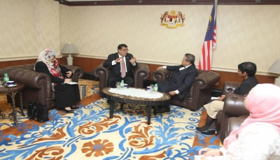 """""""باحميد"""" يلتقي رئيس مجلس النواب الماليزي ويشيد بالمواقف الأخوية لبلاده تجاه اليمن"""