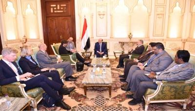 هادي: الحوثيون لا يؤمنون بالتعايش وتجارب الحوار معهم كشفت أنهم لا يجيدون الا العنف