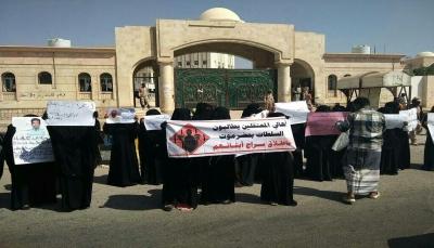وقفة احتجاجية بحضرموت تطالب السلطات والإمارات بالإفراج عن المعتقلين الذين ثبتت براءتهم