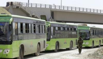 المغادرون من عربين يغالبون دموعهم قيل اجلائهم من جنوب الغوطة الشرقية