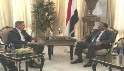 بعد استقالته من الحكومة.. جباري يلتقي سفيرا الولايات المتحدة وروسيا لدى اليمن
