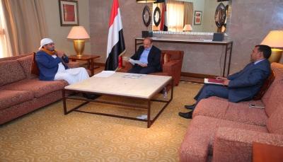 نائب الرئيس يشدد على تسهيل إجراءات الحجاج اليمنيين وتحسين خدمتهم