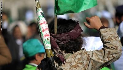 """بعد عودته من القتال... مسلح حوثي يقتل والدته وشقيقته في """"عمران"""""""