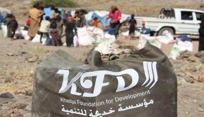 إب: مليشيا الحوثي تجبر مؤسسة إنسانية بصرف مواد غذائية لمسلحيها في مذيخرة