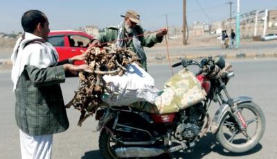 """""""النكتة الساخرة"""".. سلاح اليمنيين لحماية هويتهم من الثقافة الحوثية الطائفية"""