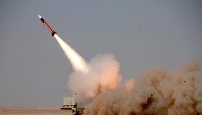 الحكومة اليمنية تدين الهجوم الصاروخي الحوثي على السعودية وتعتبره جنوحاً للعنف