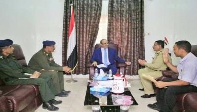 وزير الداخلية يناقش مع الأحوال المدنية امكانية إصدار البطاقة الشخصية بالشريحة الإلكترونية
