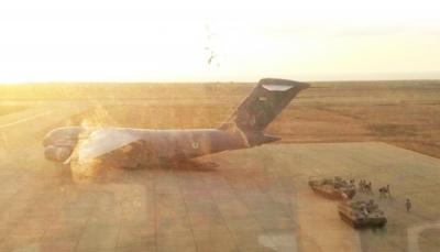 في تصعيد جديد يعكس تحديا للجنة التهدئة السعودية.. الإمارات ترسل طائرة خامسة محملة بمدرعات إلى جزيرة سقطرى