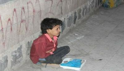 """مقتل الطفل اليمني """"صاحب الميزان"""" في غارات التحالف العربي بصنعاء(صورة)"""
