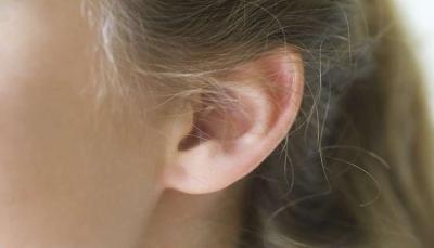 في عملية نادرة.. زراعة أذن جديدة في ذراع مجندة أمريكية، كيف حدثت؟ (صورة)