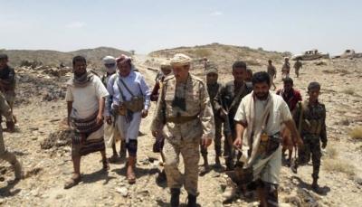 محافظ البيضاء يتفقد الخطوط الأمامية للجيش الوطني والمقاومة في منطقة فضحة