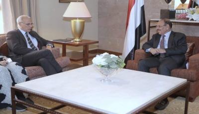 نائب الرئيس: الشرعية ترحب بكل مشروع وطني يعمل على مواجهة الحوثيين تحت إطارها