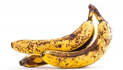 """تعرف على سبب السواد في قشرة """"الموز"""" وفوائدها"""