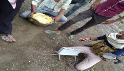 """تعز: الجيش ينزع ألغام زرعتها ميلشيات الحوثي قبل فرارها من """"جبهة الأشروح"""""""