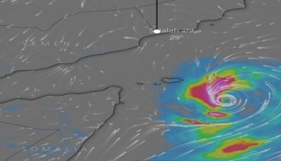 """محافظ سقطرى يتابع مسار وتطور إعصار """"مكانو"""" ويدعو المواطنين لتوخي الحيطة والحذر"""