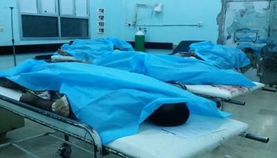 مقتل خمسة مدنيين وإصابة 22 بقصف صاروخي للحوثيين على سوق شعبي بمأرب (صور)